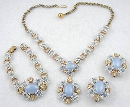Sets & Parures - Blue Moonglow White Daisies Parure
