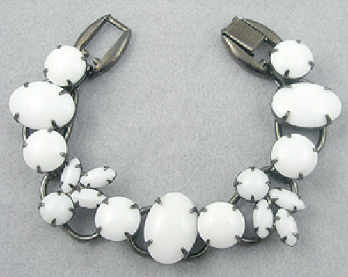 DeLizza & Elster/Juliana - DeLizza & Elster Milk Glass Bracelet
