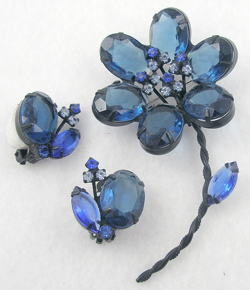 Pantone Color of the Year 2020 - Japanned Blue Glass Flower Brooch Set