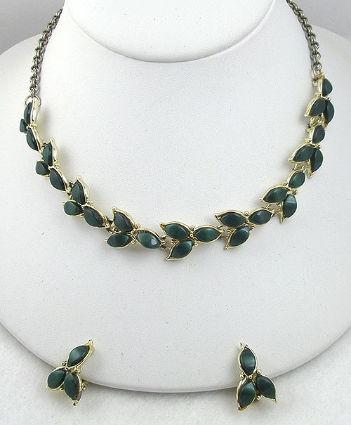 $25 or Less - 1950's Dark Green Plastic Leaves Necklace Set