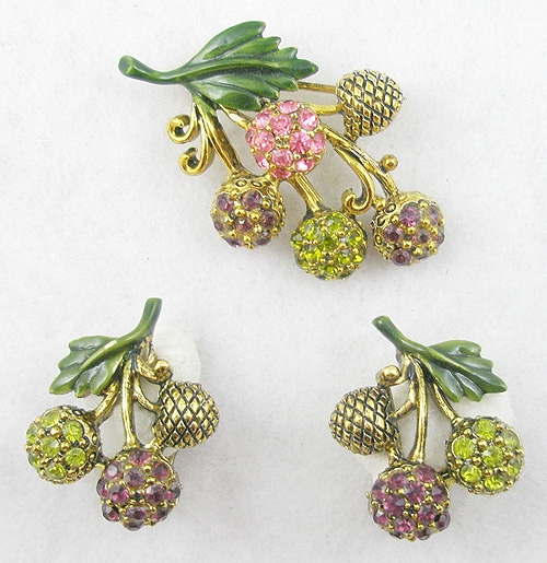 Fruits & Vegetables - Hollycraft Berries Brooch Set