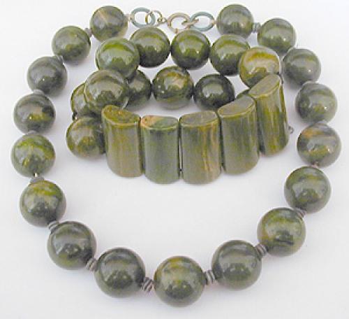 Sets & Parures - Green Bakelite Bracelet and Necklace Set