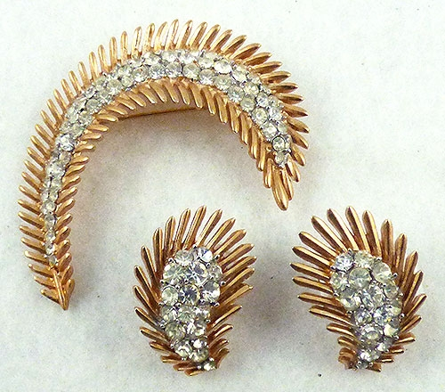 Feathers - Trifari Feather Brooch Set
