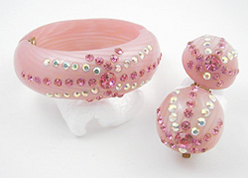 Sets & Parures - Pink Thermoset Plastic Clamper Set