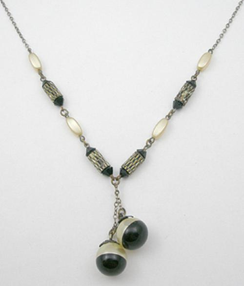 Trend 2020: Lariat Necklaces - Art Deco Pearl and Black Lariat Necklace