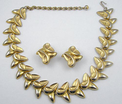 Sets & Parures - Sculptural Gold Tone Twist Link Necklace Set