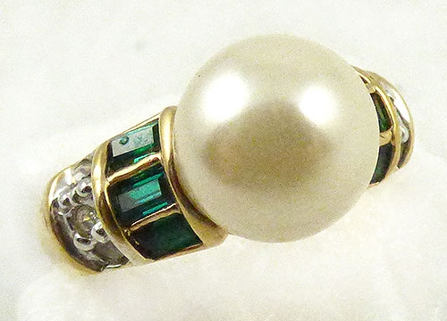 Pearl Jewelry - Artificial Pearl and Emerald Ring