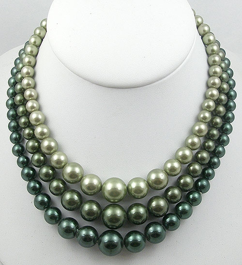Necklaces - Vintage Green Faux Pearl Necklace