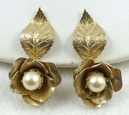 $25 or Less - Coro Gold Flower Earrings