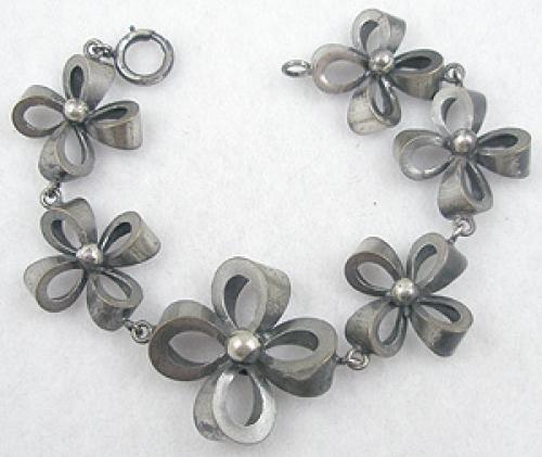 Bracelets - Joseff of Hollywood Bow Bracelet