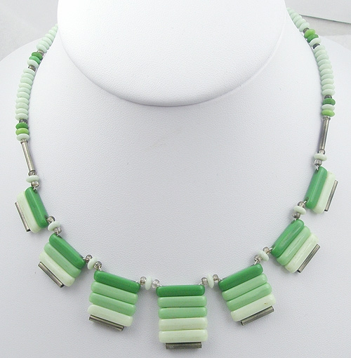 Necklaces - Graduated Green Shades Bead Necklace