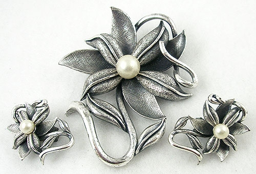 Sets & Parures - Tortolani Antique Silver Flower Brooch & Earrings Set