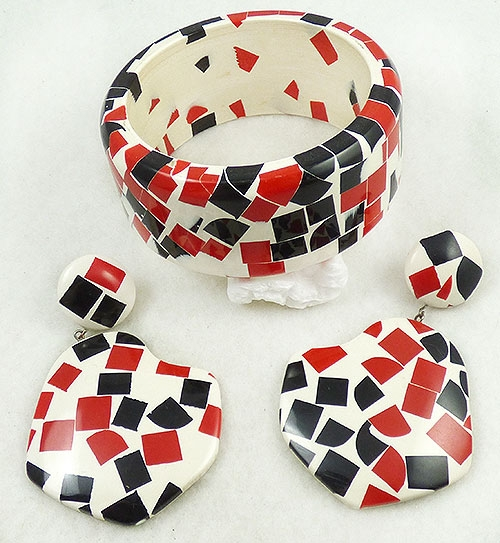 Trend: Spring Summer 2019 Bracelets - Black and Red Confetti Bangle Bracelet Set