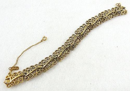 Trend 2020: Gold Link Bracelets - Monet Gold Lacy Link Bracelet