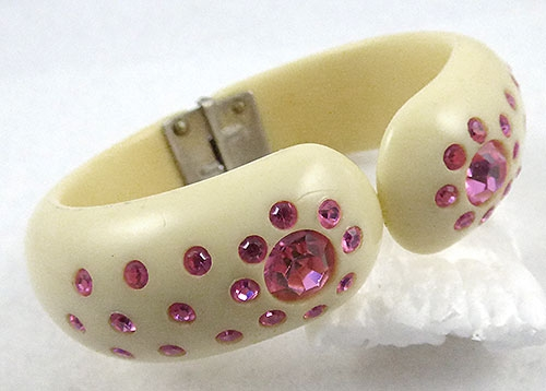 Bracelets - Ivory Thermoset Plastic Clamper Bracelet