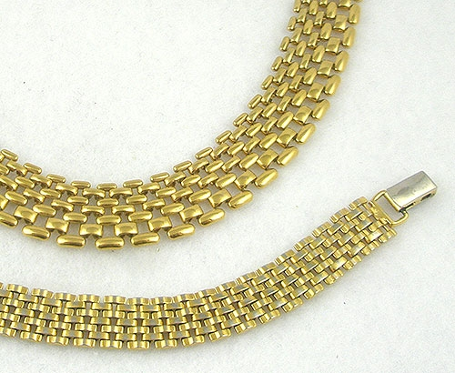 Description Napier Late 1980 S Gold Tone Interlocking Mesh Chain Necklace And Bracelet Set A Tailored Look Por At The Time Has Wider