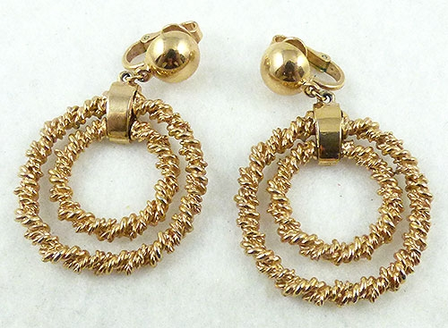 Trend 2020-2021: Circles Hoops and Tubes - Trifari Gold Double Hoop Earrings