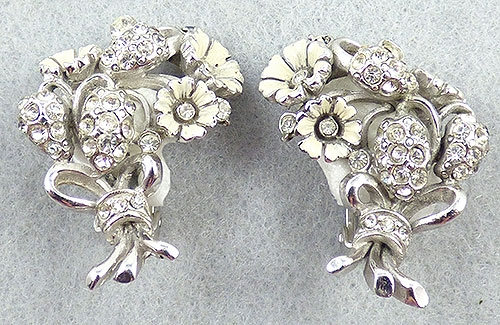 Hollycraft - Hollycraft White Flower Bouquet Earrings
