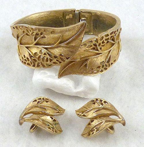 Sets & Parures - Trifari Gold Lacy Leaves Clamper Bracelet Set