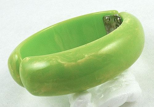 Bakelite, Celluloid, Galalith - Lemon Lime Bakelite Clamper Bracelet