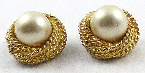 Description Kenneth J Lane Vintage Simulated Pearl Clip Earrings The Very Large 15mm Champagne Colored Faux Are Set Into Triple Twisted Rope Gold