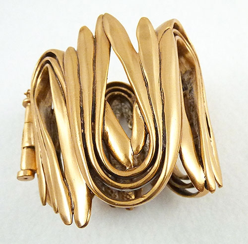 Trend 2020-2021: Circles Hoops and Tubes - Oscar de La Renta Bent Rods Bracelet