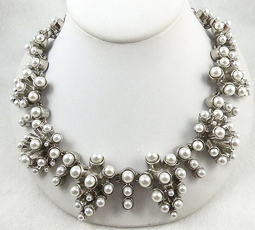 Pearl Jewelry - Oscar de La Renta Pearl Necklace