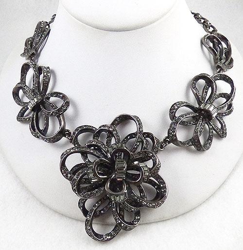 Necklaces - Oscar de La Renta Bow Necklace