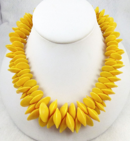 Necklaces - Yellow Plastic Disc Bead Necklace