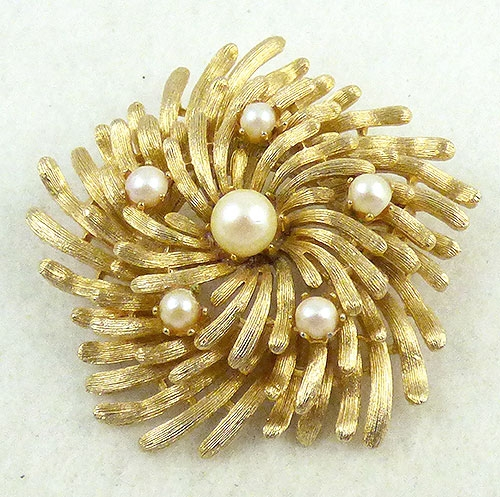 Lisner - Lisner Gold Tone Wreath Brooch
