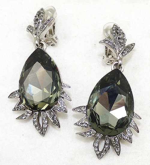 Collectible Contemporary - Oscar de la Renta Black Diamond Earrings