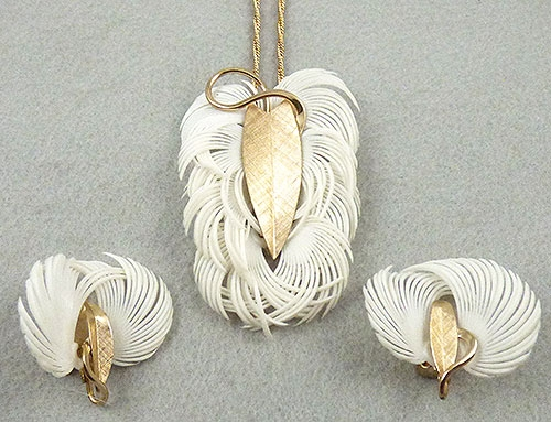 Trend: Fall-Winter 2018-2019 Necklaces - Napier White Feather Necklace Set