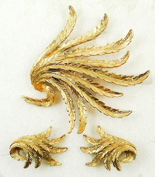 Monet - Monet Gold Leaves Brooch Set