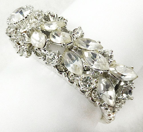 Newly Added Garné 3-Dimensional Rhinestone Hinged Bracelet