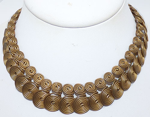 Trend 2020-2021: Chunky Chains - Brass Interlocking Spirals Necklace