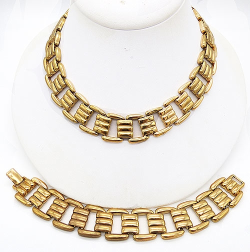 Trend 2020: Chunky Chain Necklaces - Napier Gold Metal 'Metro Chic' Demi-Parure