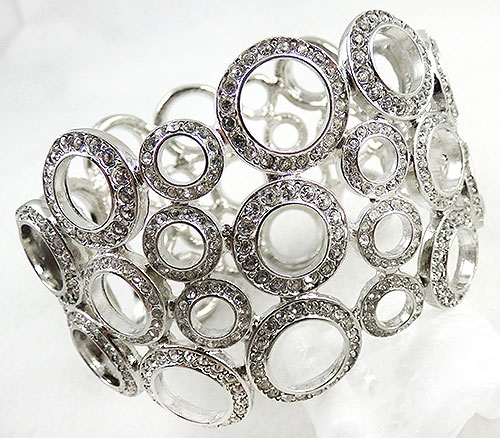 Trend 2020-2021: Circles Hoops and Tubes - Kenneth J. Lane (KJL) Rhinestone Circles Bracelet