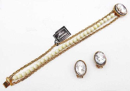 Caviness, Alice - Alice Caviness Mother-of-Pearl Cameo Bracelet Set