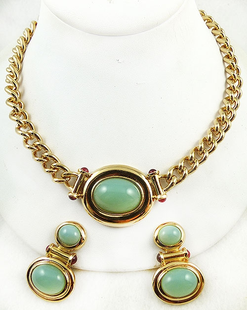 Avon - Elizabeth Taylor 'Taylored for Style Jade Necklace Set
