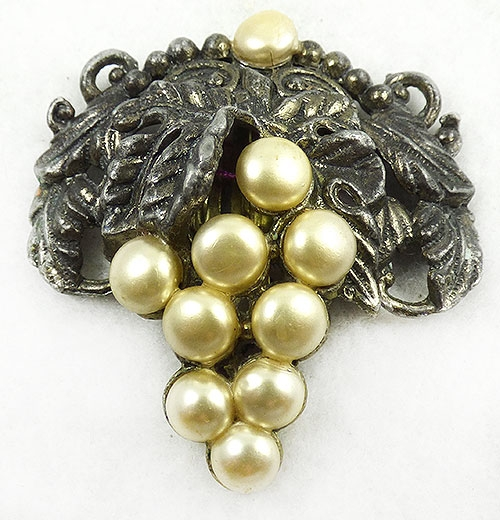 Newly Added Pot Metal Pearl Grapes Dress Clip