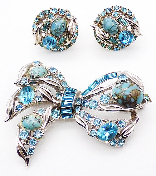 Bows & Ribbons - Hollycraft Aqua Rhinestone Bow Brooch Set