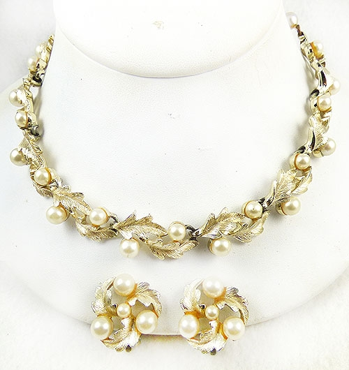 Pearl Jewelry - Lisner Gold Leaves and Faux Pearls Necklace Set